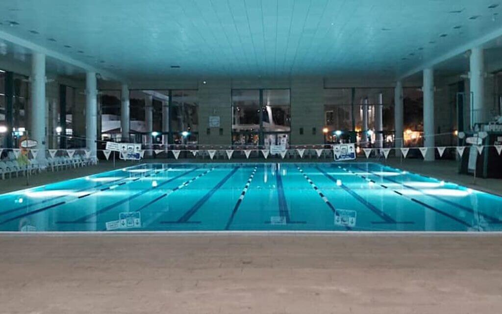 הבריכה המקורה בקריית הספורט והנופש רעננה (צילום: עמוד הפייסבוק של קריית הספורט והנופש רעננה)