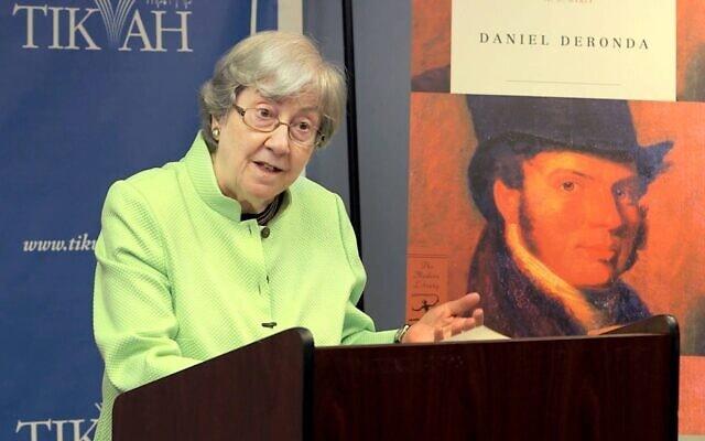 ההיסטוריונית רות וייס (צילום: עמוד הפייסבוק של רות וייס)