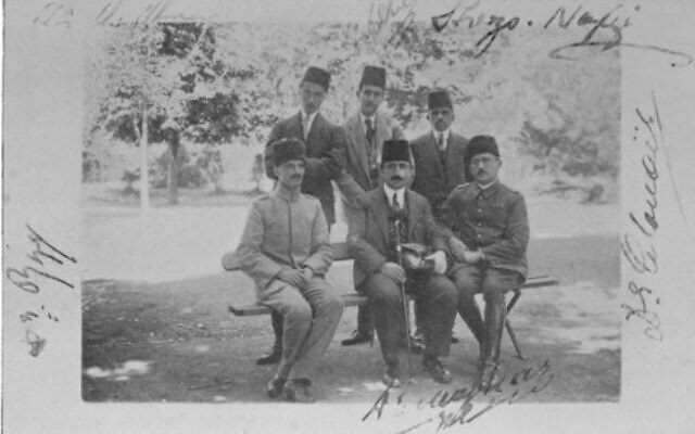 רופאים בבית החולים היידר פאשה (צילום: אליאס הנרי ג'ונס, הדרך לעין-דור, 1919)