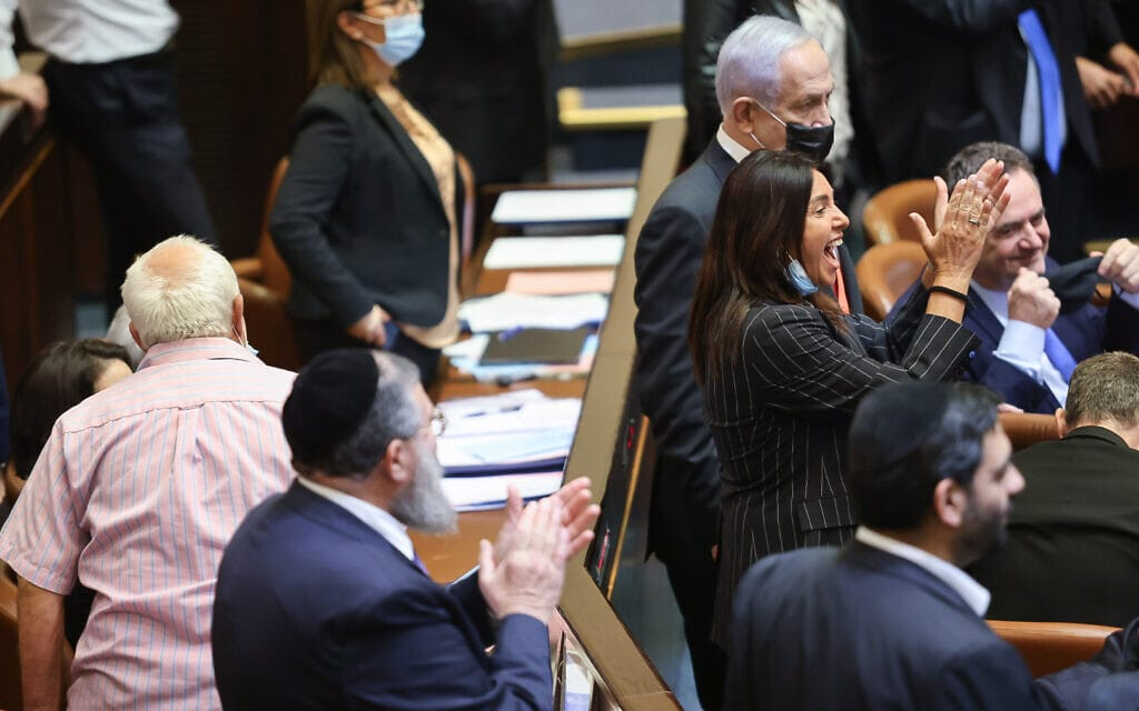 האופוזיציה חוגגת את נפילת חוק האזרחות בהצבעה במליאת הכנסת, 6 ביולי 2021 (צילום: נועם מושקוביץ, דוברות הכנסת)