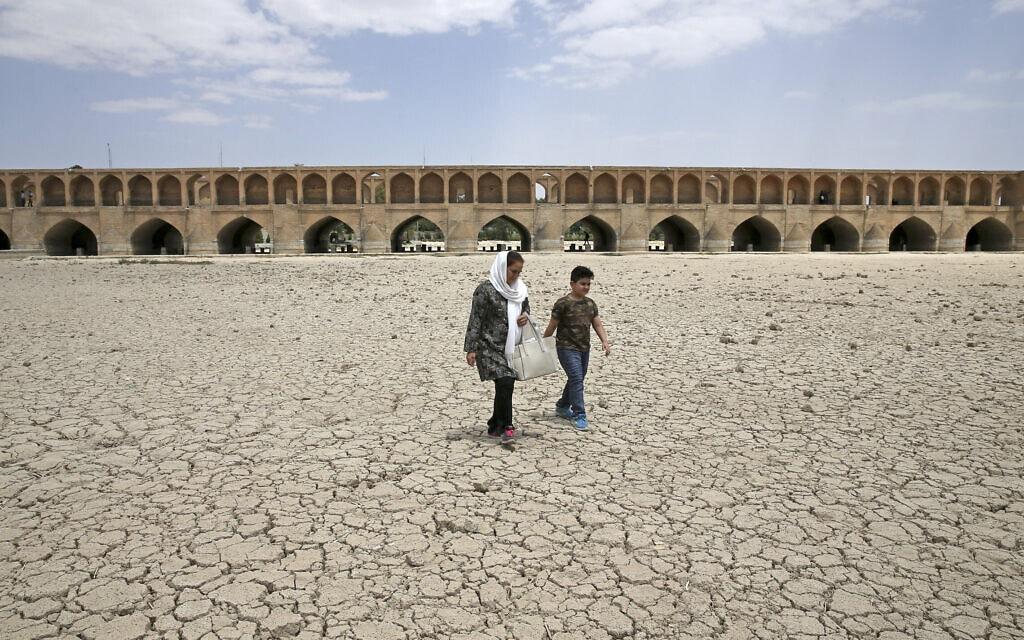 בצורת באיראן (צילום: AP Photo/Vahid Salemi)