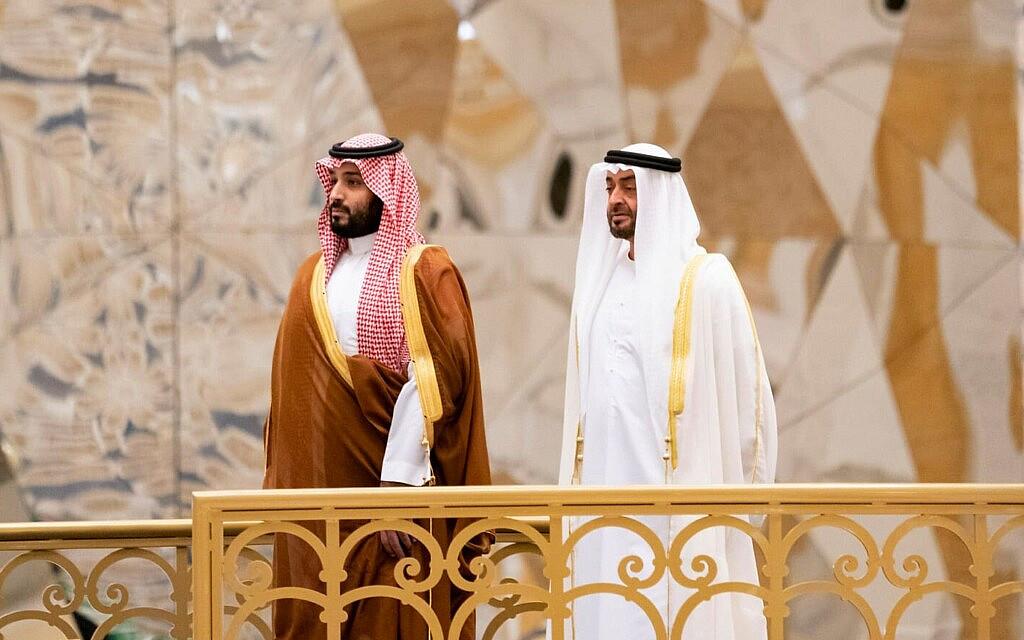 מוחמד בן זאיד, מימין, עם מוחמד בן סלמאן בנובמבר 2019 (צילום: Mohamed Al Hammadi/Ministry of Presidential Affairs via AP)