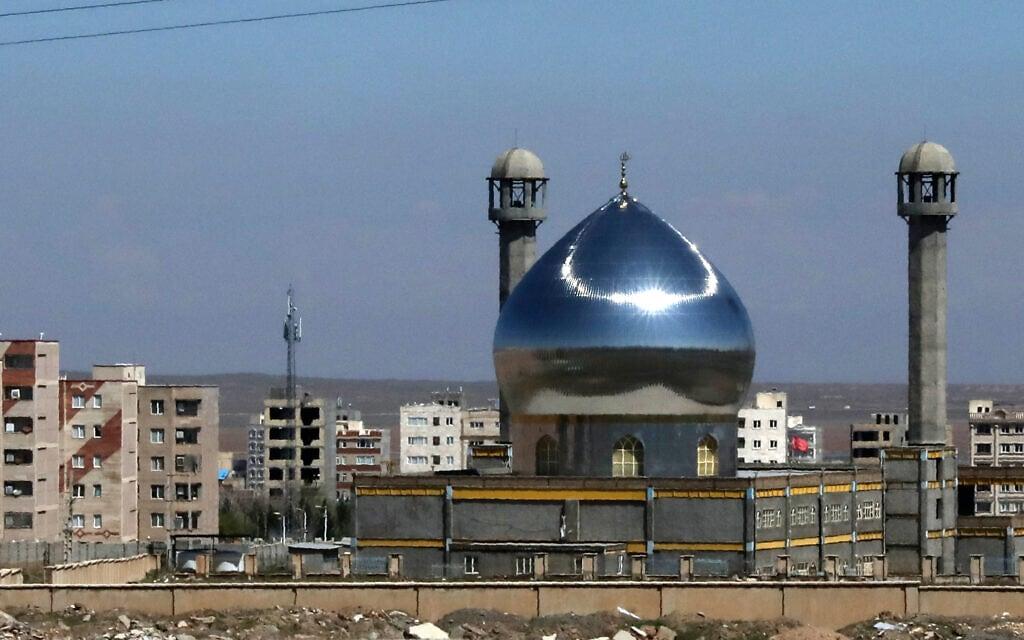 """מסגד בעיר אשתהרד, כ-110 ק""""מ מערבית לטהרן (צילום: AP Photo/Vahid Salemi)"""