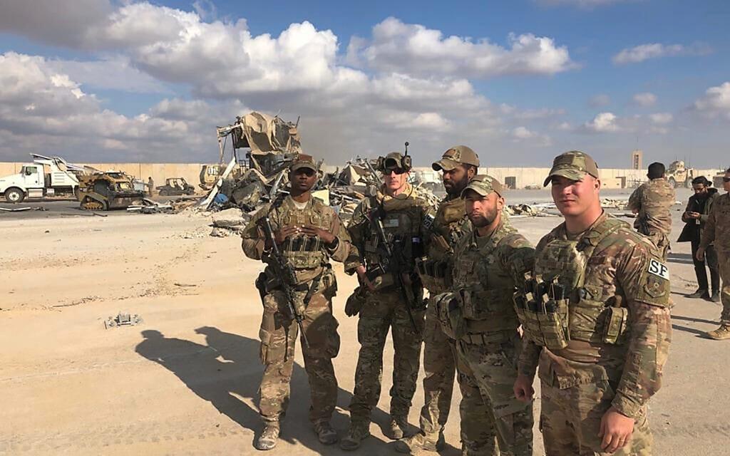 """חיילי צבא ארה""""ב בעין אל-אסד בעיראק, 13 בינואר 2020 (צילום: AP Photo/Qassim Abdul-Zahra)"""