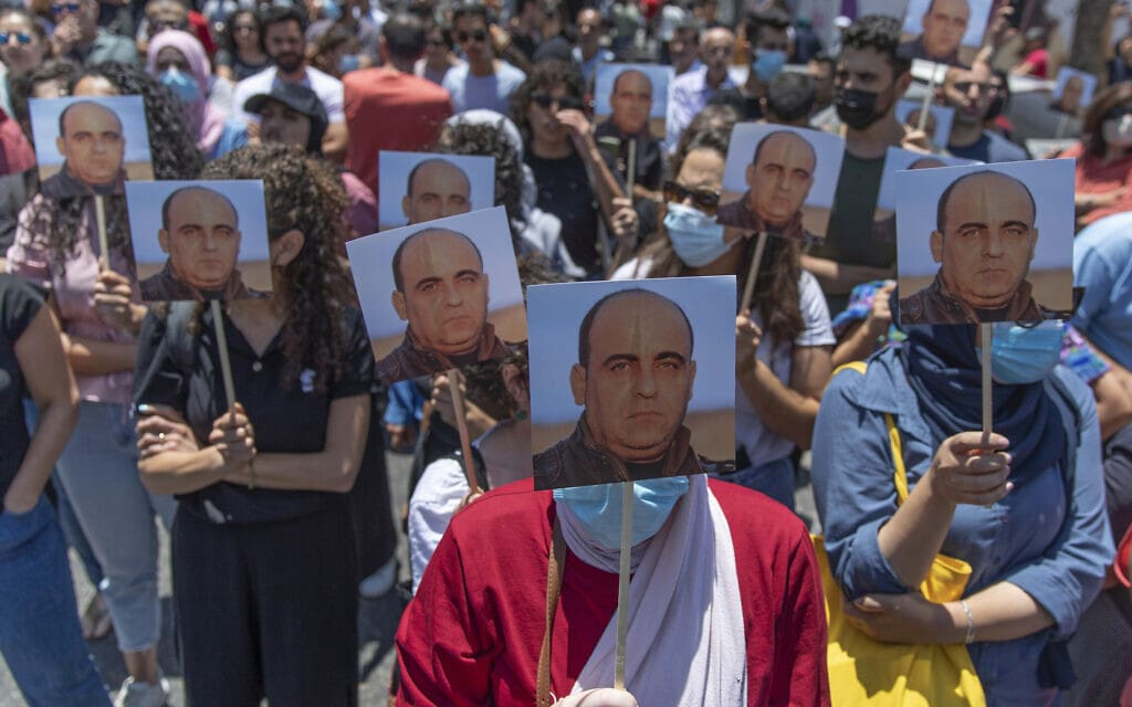 הפגנות ברמאללה במחאה על הירצחו של ניזאר בנאת, 24 ביוני 2021 (צילום: AP Photo/Nasser Nasser)