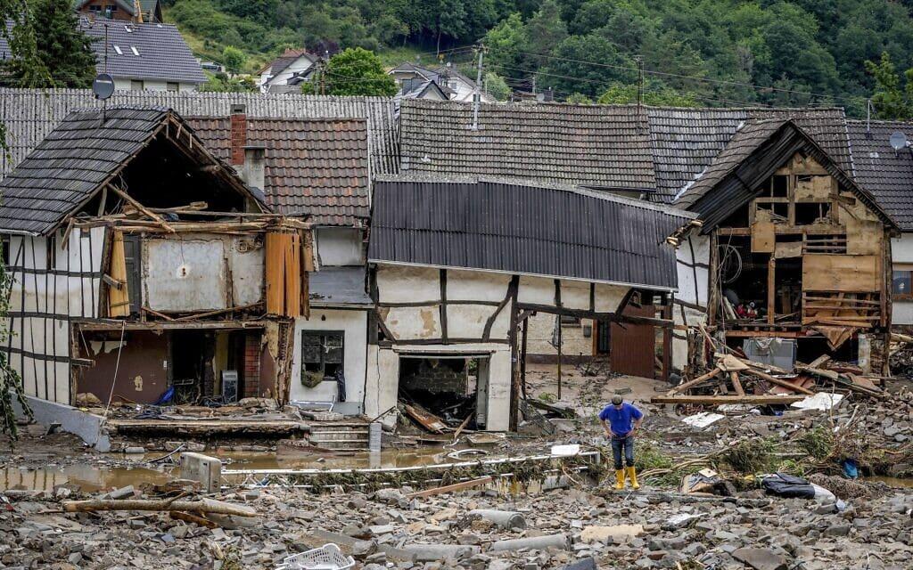 בתים הרוסים בשלוד, גרמניה, בעקבות השטפונות העזים שם, 15 ביולי 2021 (צילום: AP Photo/Michael Probst)