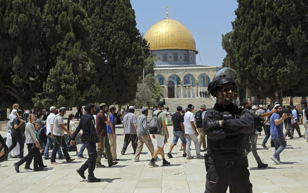יהודים עולים להר הבית לרגל תשעה באב, 18 ביולי 2021 (צילום: AP Photo/Mahmoud Illean)