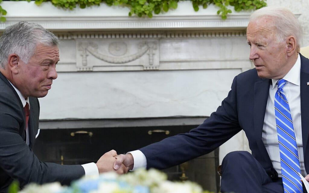"""נשיא ארה""""ב ג'ו ביידן ועבדאללה מלך ירדן בבית הלבן, 19 ביולי 2021 (צילום: AP Photo/Susan Walsh)"""