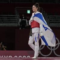אבישג סמברג אחרי שניצחה את יריבתה מטורקיה וזכתה במדליית ארד בטאקוונדו באולימפיאדת טוקיו, 24 ביולי 2021 (צילום: AP Photo/Themba Hadebe)