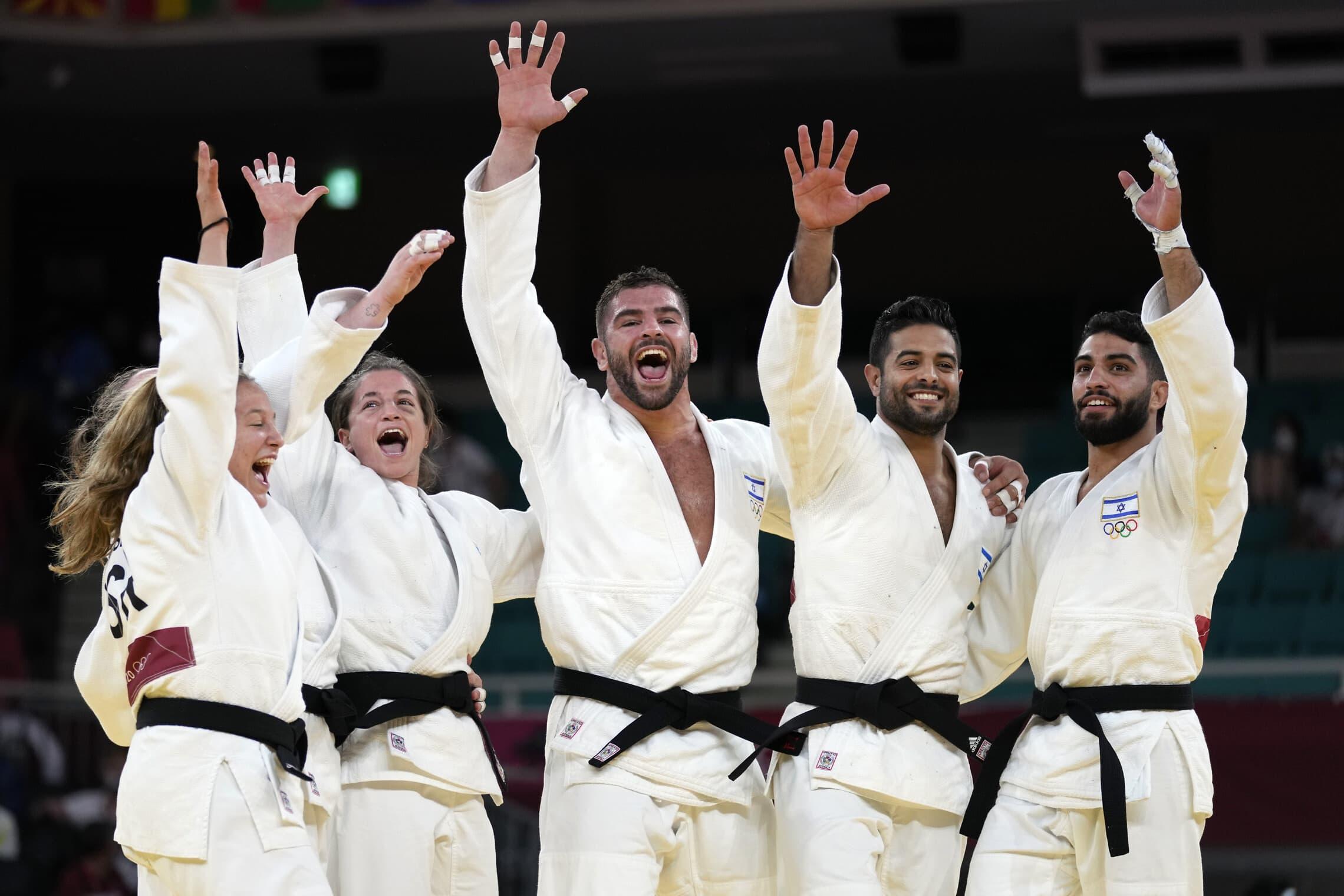 נבחרת ישראל בג'ודו זוכה במדלית ארד באולימפיאדת טוקיו, 31 ביולי 2021 (צילום: AP Photo/Vincent Thian)