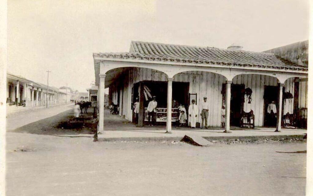 בית קפה באגרמונטה, שנות ה-20 לערך (צילום: באדיבות רות בהר)