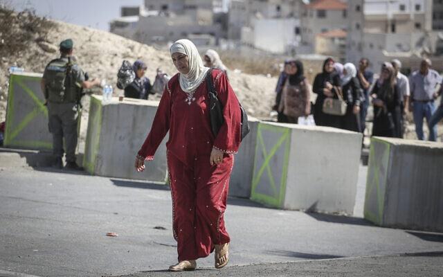 .מחסום בכניסה לשכונת עיסאוויה במזרח ירושלים (צילום: Hadas Parush/Flash90)