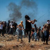 פלסטינים מוחים נגד הקמת ההתנחלות אביתר, 2 ביולי 2021 (צילום: פלאש 90)