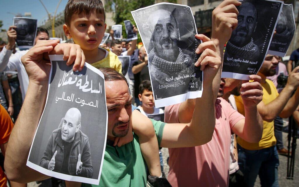 הפגנות מחאה על מותו של איש זכויות האדם נזאר בנאת (צילום: Wisam Hashlamoun/Flash90)
