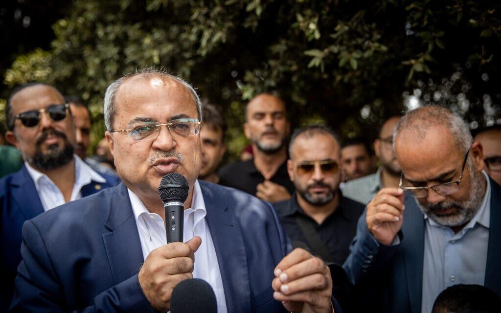 חבר הכנסת אחמד טיבי בהפגנה נגד חוק איחוד משפחות, ליד הכנסת, 5 ביולי 2021 (צילום: יונתן זינדל, פלאש 90)