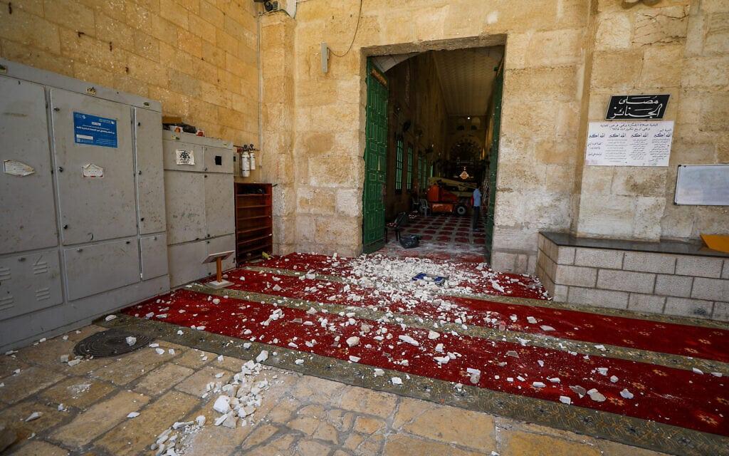 נזק במסגד אל אקצא, 18 ביולי 2021 (צילום: Jamal Awad/Flash90)
