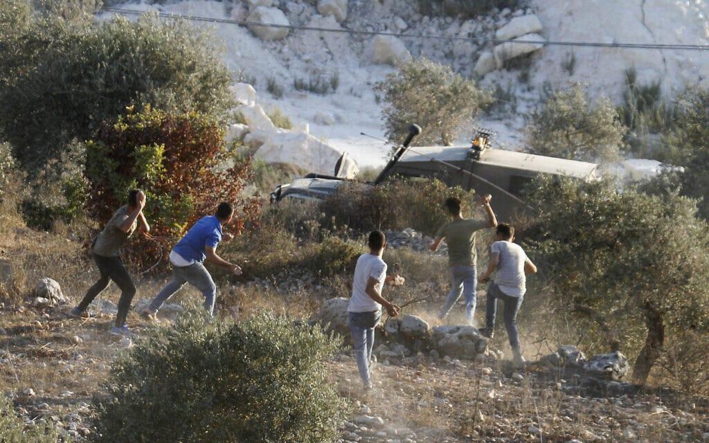 """פלסטינים מתנגשים עם כוחות צה""""ל בהתנחלות הנטושה אביתר, 27 ביולי 2021 (צילום: Nasser Ishtayeh/Flash90)"""