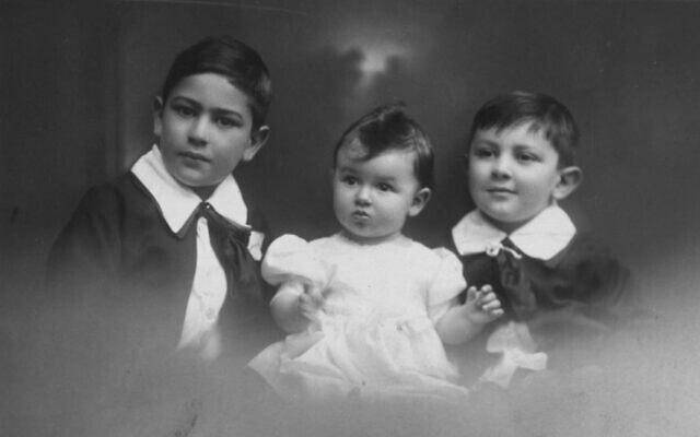 אווה זינגר התינוקת עם אחיה פריץ ודולפי, בווינה. 1929 לערך (צילום: אוסף משפחת זינגר-מץ, מכון ליאו בק, ניו יורק)