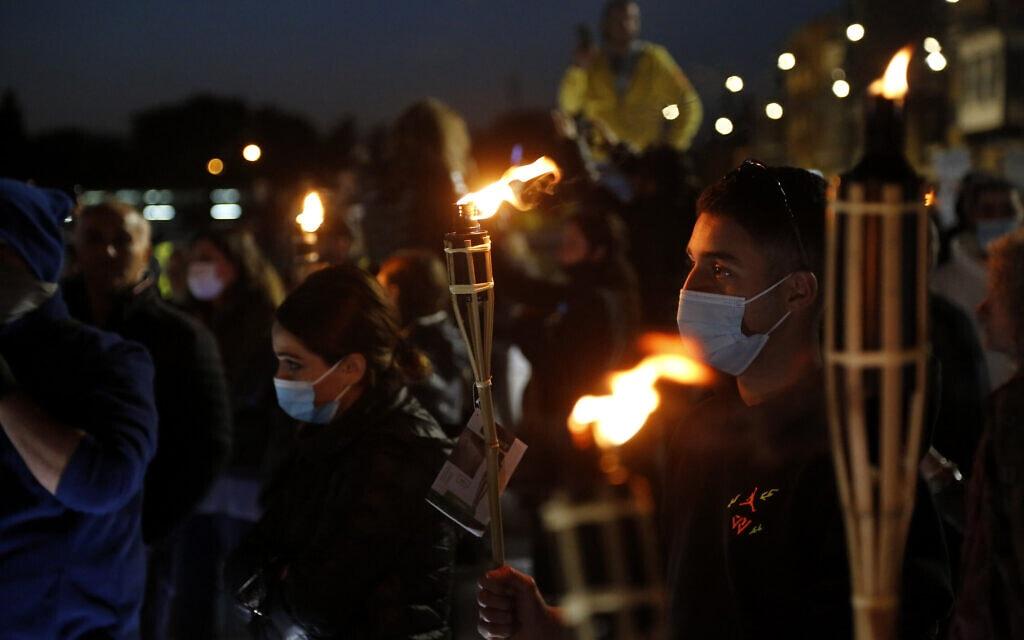 הפגנה נגד הסגר בניקוסיה, קפריסין, 20.3.2021 (צילום: AP Photo/Petros Karadjias)