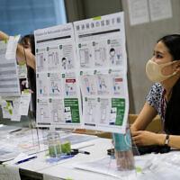 עמדה לבדיקות קורונה, אולימפיאדת טוקיו, 22.7.2021 (צילום: AP Photo/John Minchillo)