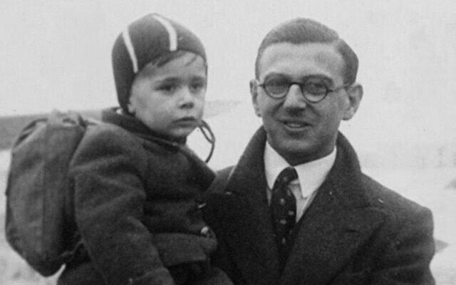 ניקולס וינטון עם ילד שבהצלתו סייע (צילום: באדיבות Menemsha Films)