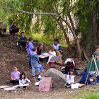 """כיתת לימוד בבית ספר יער """"נפתלי ביער"""" ביבנאל (צילום: עמוד הפייסבוק של """"נפתלי ביער"""")"""