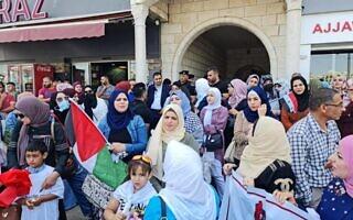 פלסטינים מפגינים מול מטה הוועדה לעניינים אזרחיים ברמאללה, 14 ביוני 2021 (צילום: courtesy)