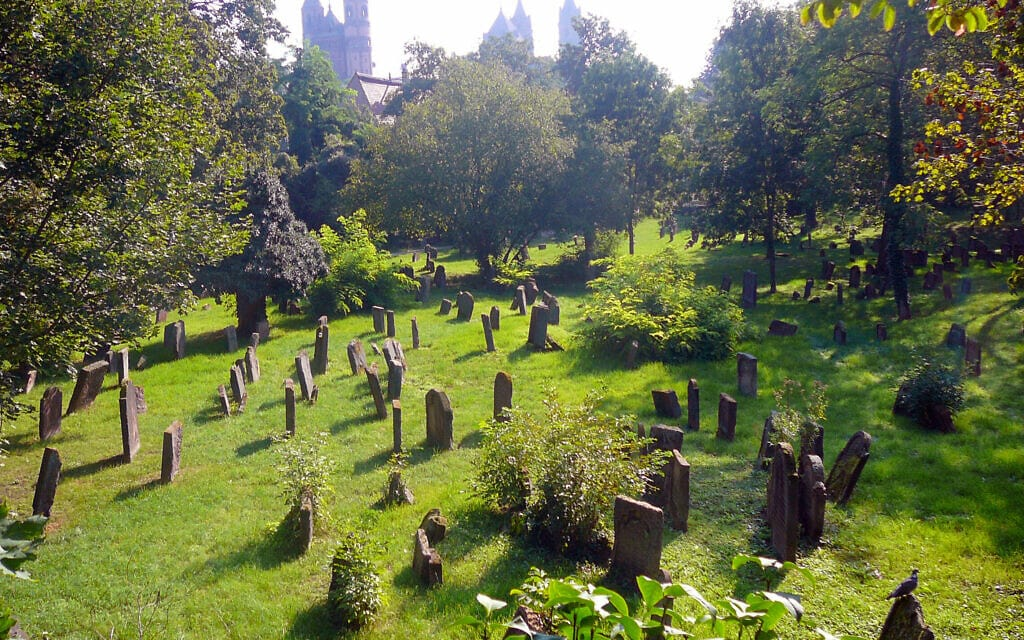 בית הקברות היהודי בוורמס, העתיק בבתי הקברות באירופה (צילום: יגאל אבידן)