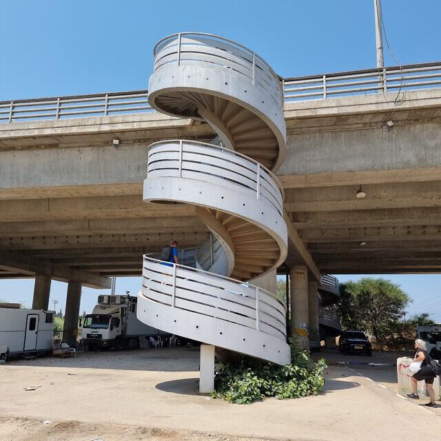 המדרגות בדרך מבצע קדש, על הגבול בין רמת גן לבני ברק (צילום: אביב לביא)