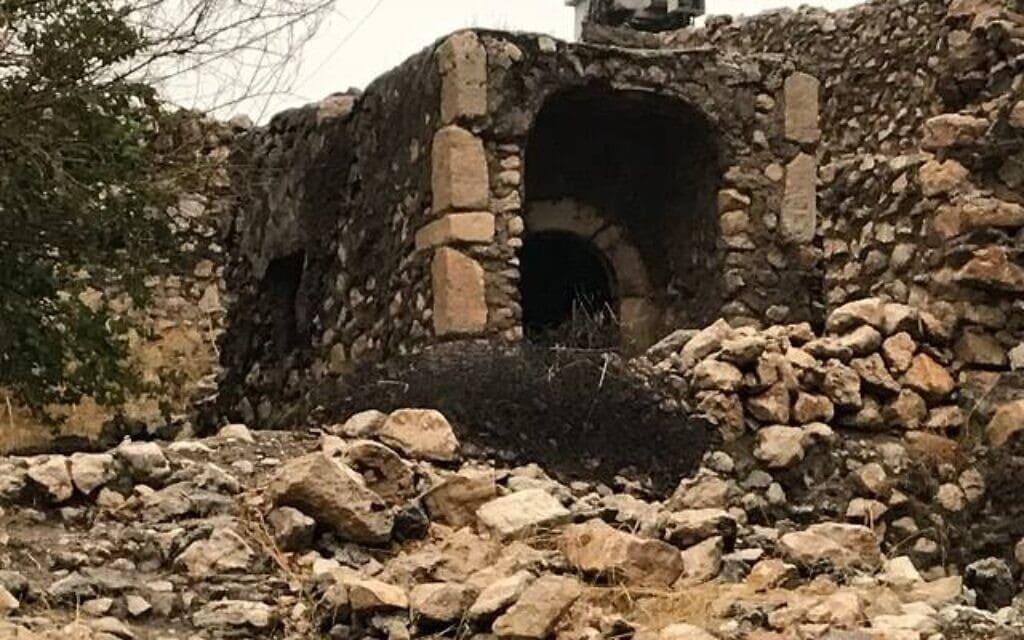 קבר נחום לפני השיפוץ (צילום: אדם טיפן)