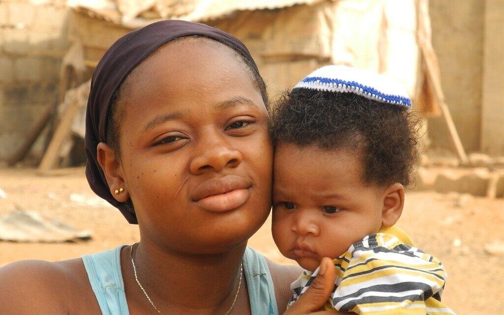 אישה משבט האיגבו ובנה (צילום: Shai Afsai/Times of Israel)