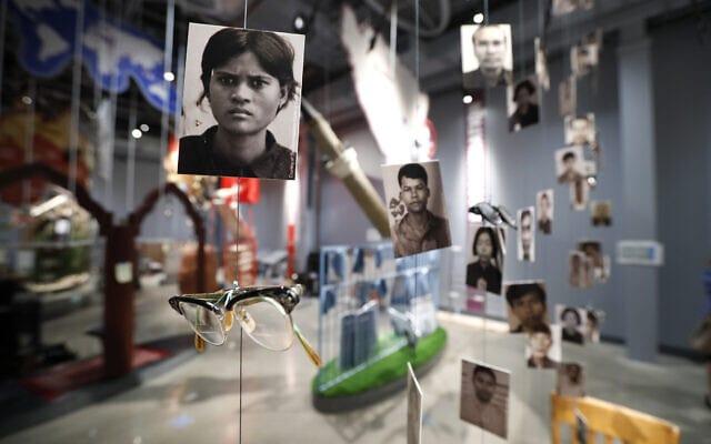 תערוכה בנושא רצח עם במוזיאון השואה וזכויות האדם של דאלאס, 29 ביולי 2019 (צילום: Tony Gutierrez, AP)