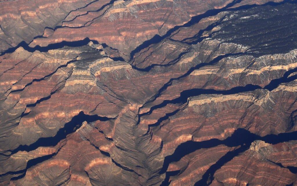 """הגרנד קניון באריזונה, ארה""""ב, נמצא בסכנה קיומית לאור משבר האקלים (צילום: AP Photo/Charlie Riedel, File)"""