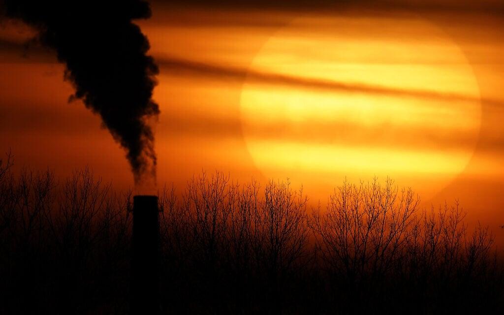 """תחנת כוח מבוססת פחם באינדיפנדנס, מיזורי, ארה""""ב, פברואר 2021 (צילום: AP Photo/Charlie Riedel)"""