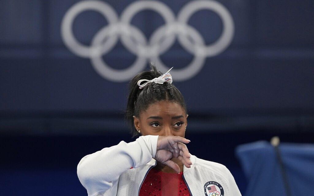 סימון ביילס באולימפיאדת טוקיו, 27 ביולי 2021 (צילום: AP Photo/Ashley Landis)