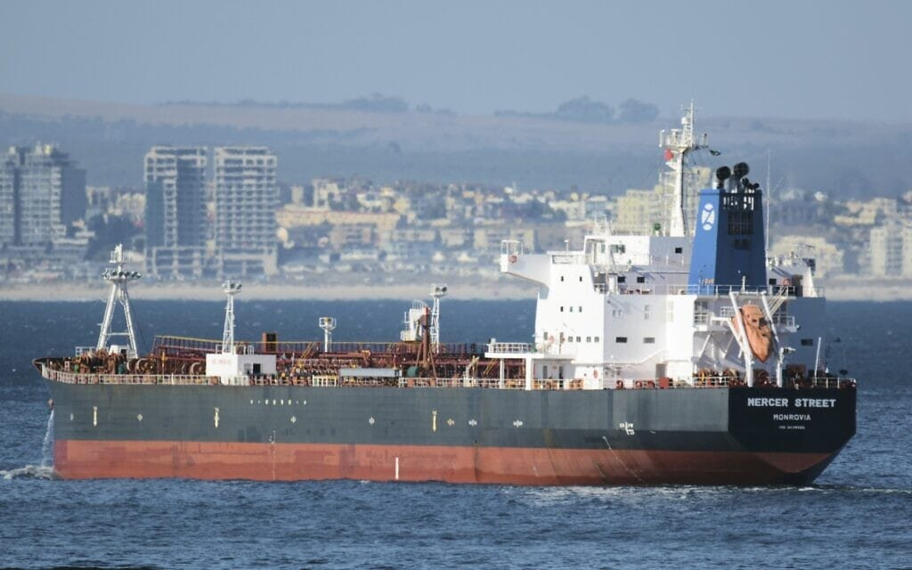 תמונת ארכיון מ-2016 של מכלית הנפט Mercer Street אשר נפגעה בפיגוע איראני ליד חופי עומאן, 30 ביולי 2021 (צילום: Johan Victor via AP)
