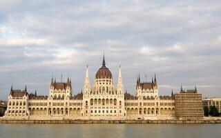 הפרלמנט ההונגרי על גדות נהר הדנובה בבודפשט (צילום: מתניה טאוסיג/פלאש90)