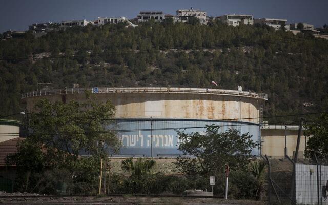 מיכל גז בסמוך לשכונה בדרום-מזרח קרית טבעון (צילום: Hadas Parush/Flash90)