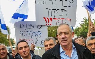בני גנץ בהפגנה ליד ביתו נגד חוק יסוד הלאום, 14 בינואר 2019