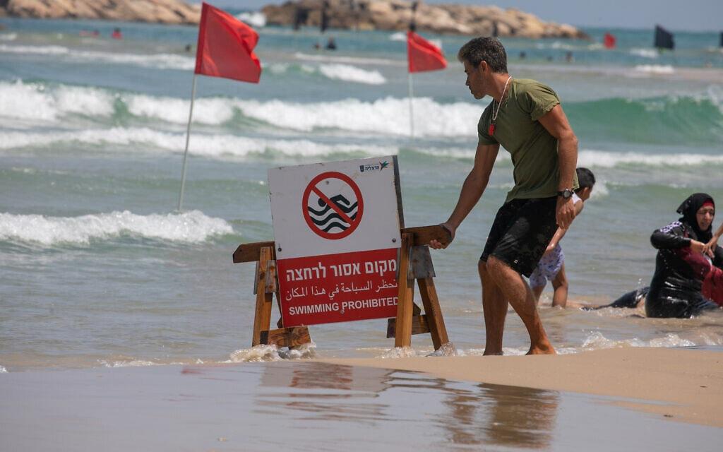 חוף לא מורשה בהרצליה ב-12 ביוני 2021. אילוסטרציה (צילום: יוסי אלוני/פלאש90)
