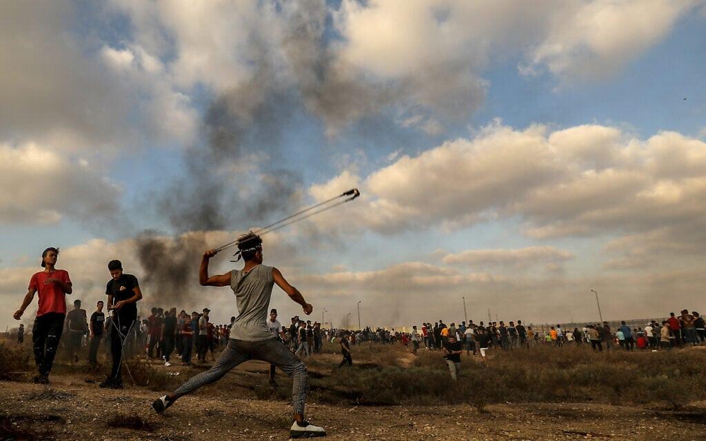 Palestinian protesters clash with Israeli forces during a protest at the Israel-Gaza border, east of Gaza City, on August 21, 2021. Photo by Abed Rahim Khatib/Flash90 *** Local Caption *** רצועת עזה פלסטינים עימותים הפגנה גבול ישראל גדר (צילום: Abed Rahim Khatib/Flash90)