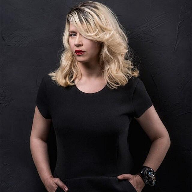 """ליסה פרץ בצילום לכתבת מגזין ב""""את"""" ב-2014 (צילום: איליה מלניקוב, באדיבות """"את"""")"""