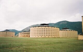 """""""בית הכלא לדוגמה"""" (""""Presidio Modelo"""") שנבנה במתכונת פנאופטיקון, בקובה, 2005 (צילום: Friman, ויקיפדיה)"""
