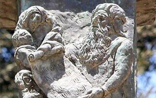 תבליט עזרא הסופר במנורת הכנסת (צילום: ויקיפדיה)