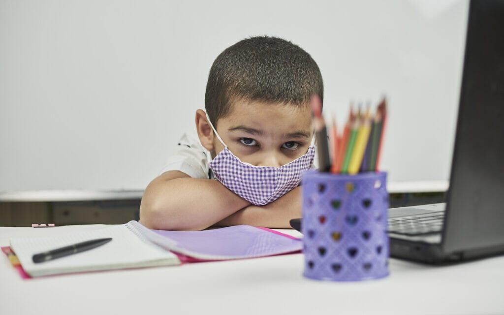 תלמיד בתקופת הקורונה. אילוסטרציה (צילום: iStock)