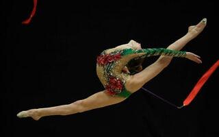 מיקה ולטמן בתחרות התעמלות אמנותית (צילום: עמית שיסל)
