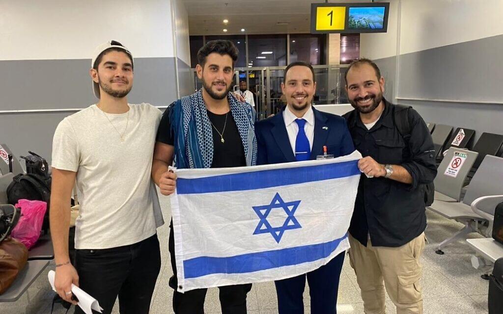 דוד בן-נעים, יותם קריימן, רודי רוכמן ואנדרו לייבמן אחרי שחרור הקולנוענים מהכלא, 28 ביולי 2021 (צילום: שגרירות ישראל בניגריה)