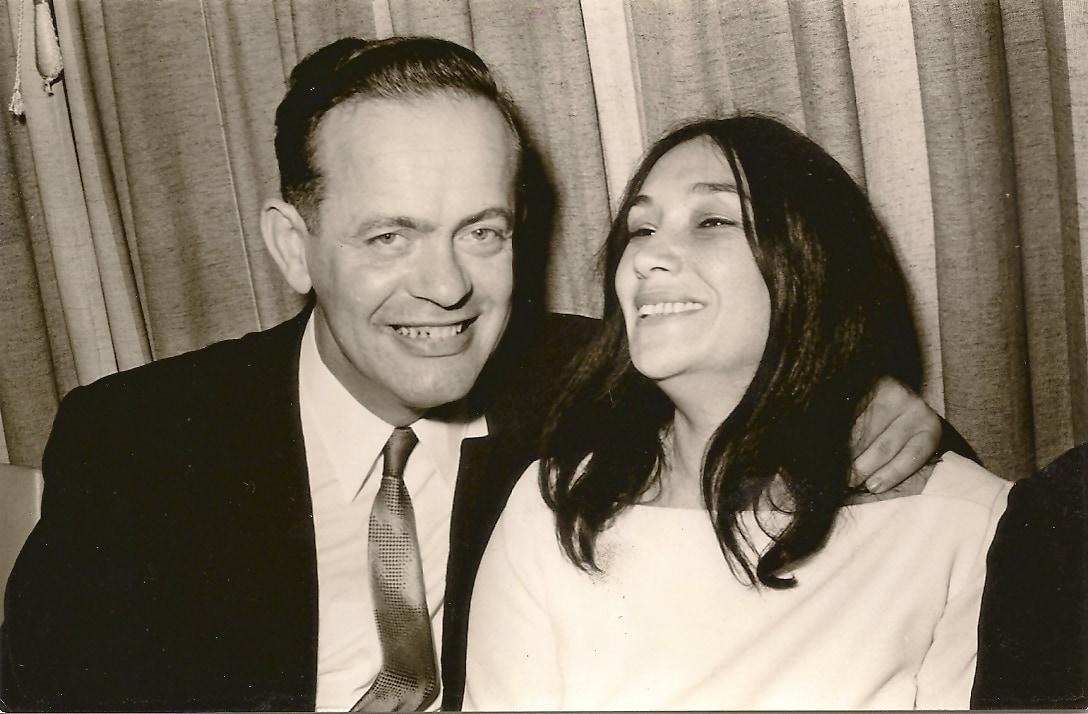 נעמי שמר ומרדכי הורוביץ ביום חתונתם, ב-1969