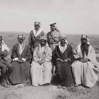 המלך עבדאללה הראשון מירדן ועוזריו (צילום מתוך ארכיון זאב וילנאי, ויקיפדיה)