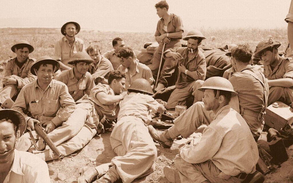 חיילי ההגנה בגבעת נפולאון ליד עכו, ב-21 במאי 1948 (צילום: AP Photo/FN)